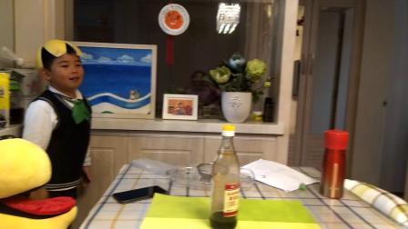 【7岁半】11-30哈哈用柚子皮当安全帽,表演铁头功撞墙video_174544