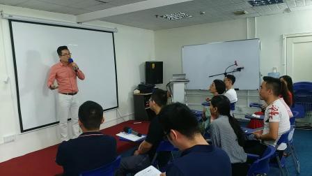演讲口才培训中,肢体语言部分训练。深圳吉祥普通话培训学院马琦翔老师授课中!