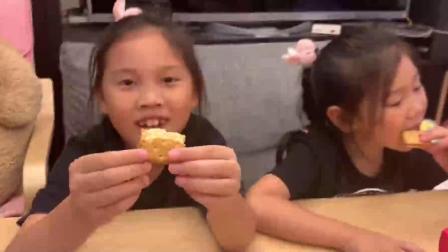 韩国点心小零食 草莓跟樱桃的夹心饼乾 苹果跟芒果的小面包 香蕉