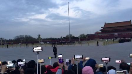 中华人民共和国第一面五星红旗在天安门广场上空高高飘扬