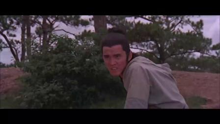 护送大王逃命,怎料小伙坐在路边,官兵看见他吓得跑了一半!