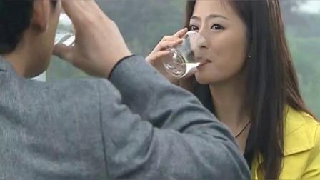 美女在男友酒中下藥男友喝完就受不了