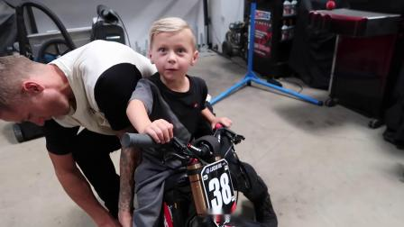 JAGGER GETS AN ELECTRIC DIRTBIKE