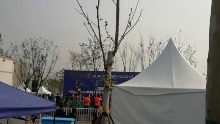 2019郑州国际马拉松女子全程前三名颁奖仪式