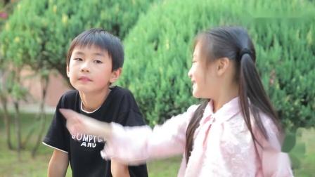 哥哥和妹妹的搞笑日常妹妹给哥哥讲学校里的趣事,兄妹俩乐翻了