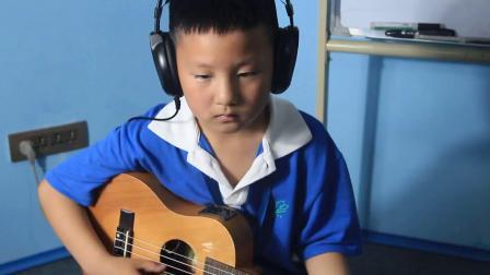 6岁小朋友尤克里里独奏《掀起你的盖头来》