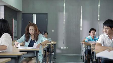 學霸考試時睡著試卷上就寫了三個字誰料老師一看卻高興壞了