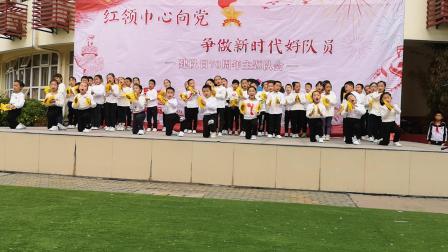 武汉市梅苑学校一年级表演唱《我爱北京天安门》