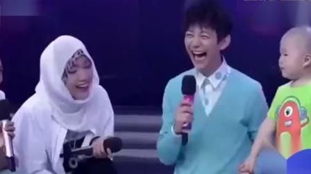 何炅问张峻豪喜欢长沙吗?萌娃一句话,逗笑全场童言无忌!