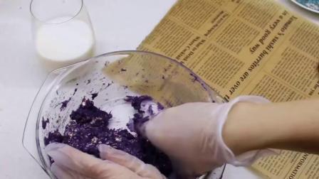 做了低卡又饱腹的💜紫薯燕麦饼💜非常适合减肥的宝宝们当解馋的小零食哦~当主食也完全没问题😋