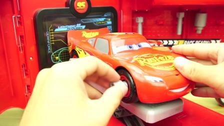 赛车总动员的麦大叔修理车玩具