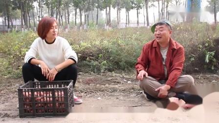搞笑短劇一男一女路邊賣紅薯互相抬杠,兩人對話太逗了,真有趣