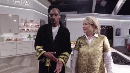 Snoop Dogg and Martha Stewart Give Tour