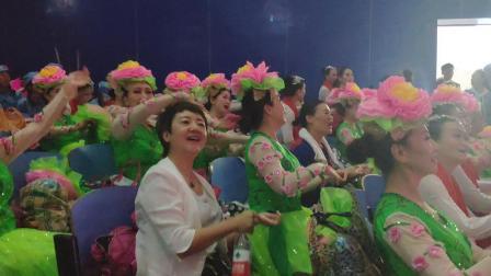 hzp.吉林省老年大学舞蹈队参加工学院演出彩排之前
