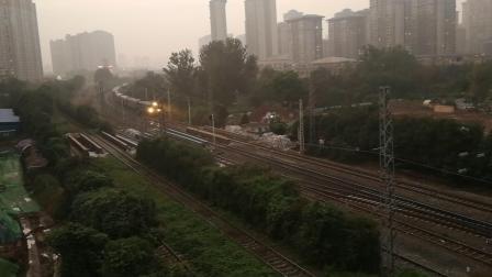 20191020_181500 西局西段DF4B-3977牵引02096次(西安-太原)车体通过西安西站