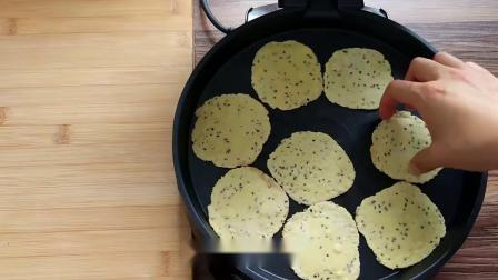 一个鸡蛋一碗面,教你轻松做出无水无油酥脆芝麻饼干,越嚼越香