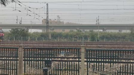 丹东至北京K28次通过黄村站