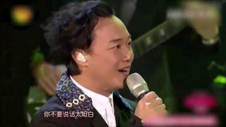 """我在双11狂欢夜:""""音乐才子""""李荣浩邀你一起走花路吧截了一段小视频"""