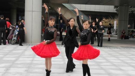 李丰吉特巴一拖二,表演者:CC、欣雅、香香
