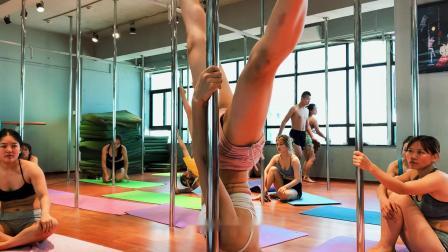 钢管舞技巧现场教学,健身塑形最好的舞蹈,直到遇到最好的自己。