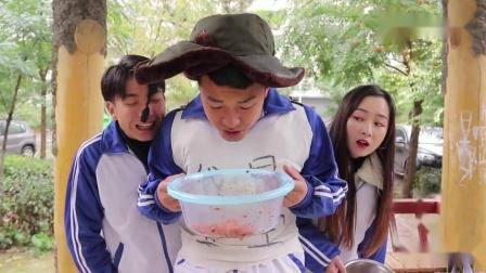 搞笑剧学生食堂改善伙食顿顿有肉吃,没想学生却只吃咸菜不吃肉