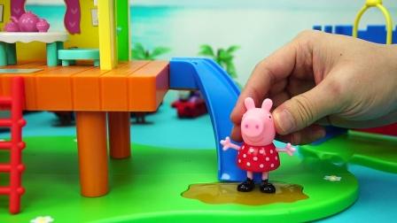 小猪佩奇美版树屋城堡游乐场 可以荡秋千、滑滑梯还能跳泥坑呢