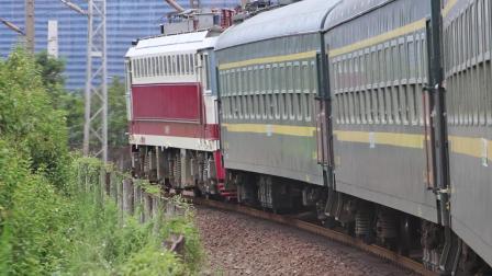 8362次行驶在阳安铁路勉县段