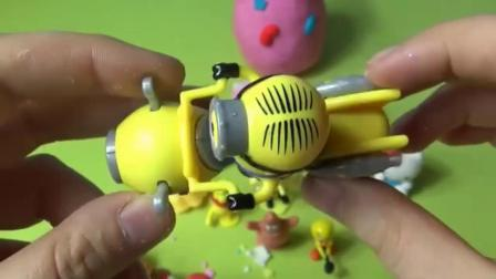 教儿童用彩泥捏奇趣蛋