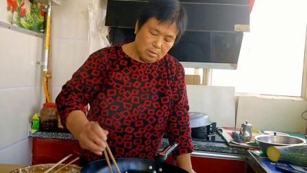 农村妈妈用南瓜做这道美食,香酥可口,做法简单,营养美味真好吃