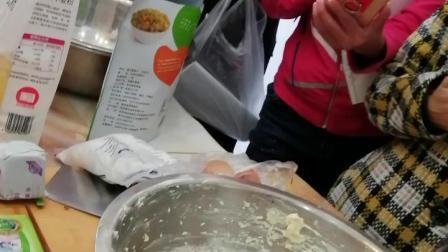 葡萄奶酥:葡萄干60克,蛋黄3个,低面180克,奶粉20克,黄油80克,糖50克。
