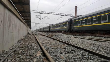 客车K8222城固站两道通过本务HXD3C0109