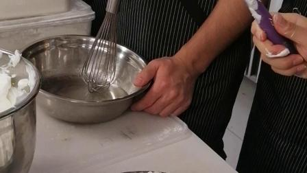 戚风蛋糕胚搅拌方法