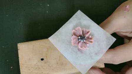 青豆老师教你韩式裱花蛋糕的另类技巧第八课(波斯菊)
