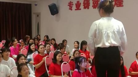 为什么很多人选择福建福州韩时代化妆美甲美睫美容纹绣培训学校?