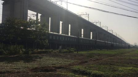 沪昆线 Z100次通过杭州枢纽盈宁站