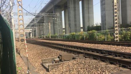 沪昆线 K112次通过杭州枢纽盈宁站