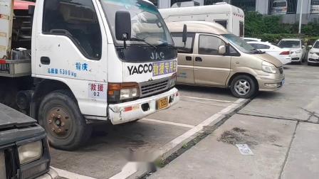 重庆渝南物流二手车市场掠影。
