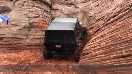牧马人挑战沙丘垂直陡坡,本以为爬不上去,一脚油门后太惊艳!