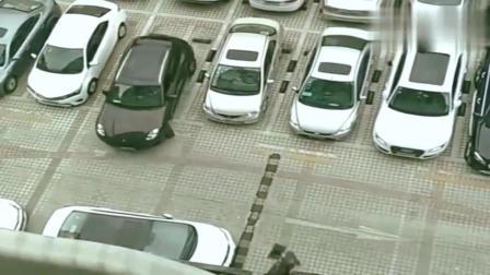 监控:就这技术还开保时捷出门,心真够大的,估计这车一年得修十次!