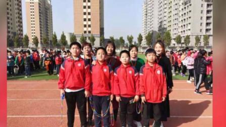 临朐二小五年级九班家长义工风采      摄影;窦艳红