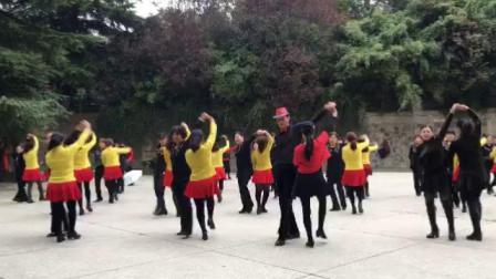 西安张玉龙纺织城水兵舞团跳冬冬水兵舞十六套、三遍角度不同、各展风采。