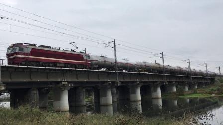 武局襄段SS6B牵引86031次货运列车下行通过清河铁路桥接近襄阳站