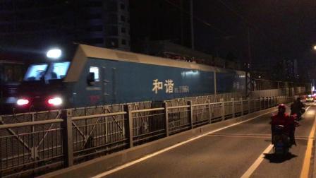 广铁怀段(浩吉)蓝精灵牵引84171次下行通过襄阳汉江铁路桥去襄阳南站方向