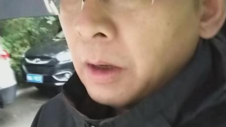 19年10月9日(三)午后15时41分35秒,秉伞冒雨出门,日久遗忘出为何事,浏览视频可知是日寒雨凄迷,气温骤降。