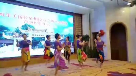 2019年11月3日在泉州华侨大厦会议厅庆祝集美侨校泉州校友会成立30周年文艺会演,由泉州华塑舞蹈队演出的印尼舞蹈。