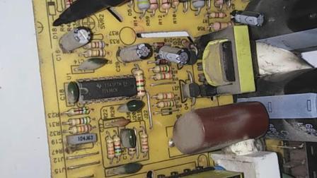 电源改装第一步:拆除相关原件