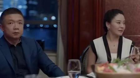 身家过亿总裁请吃饭,没想到见到服务员就吓坏了,惹不起