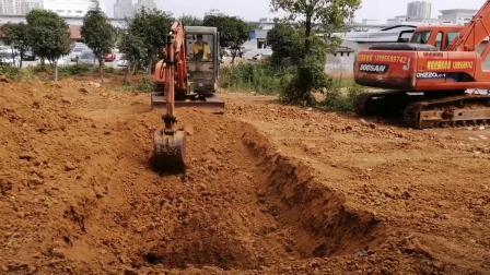 武汉特能教育挖掘机培训学员练习挖平