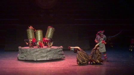 彝族土司寨的公鸡舞