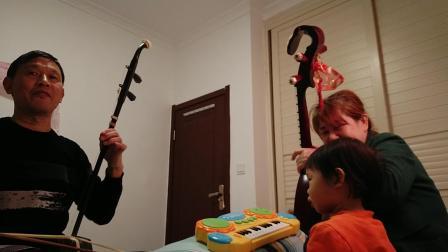 任默宝宝(1岁8个月)和外外合作《赛马》😄